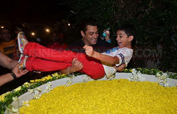 Salman-Khan-Ganpati-Visarajan-008