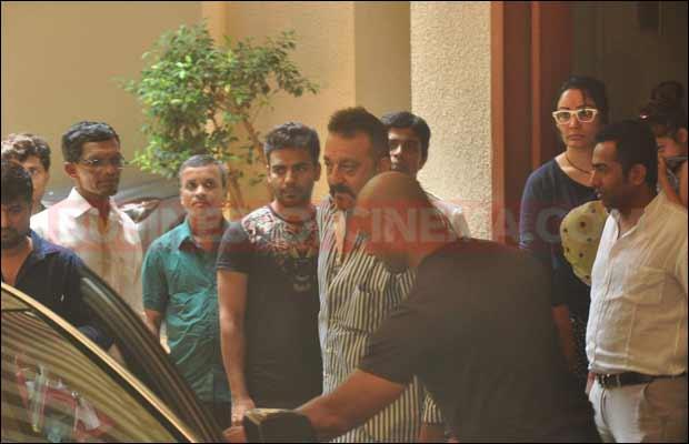 sanjay-dutt-leaves-for-jail