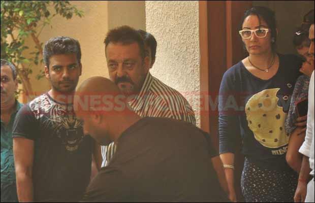 sanjay-dutt-leaves-for-jail1