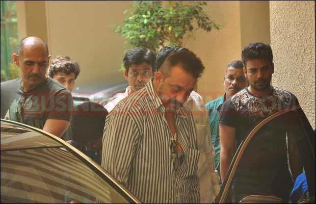 sanjay-dutt-leaves-for-jail11