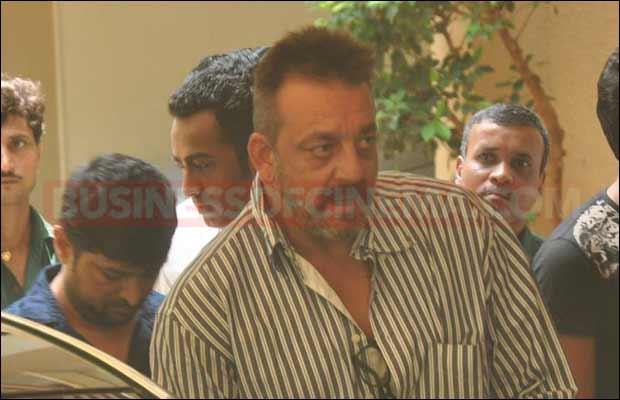 sanjay-dutt-leaves-for-jail13