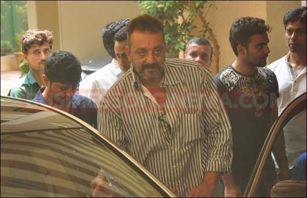 sanjay-dutt-leaves-for-jail14