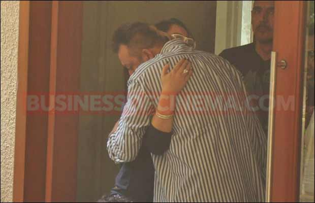 sanjay-dutt-leaves-for-jail2