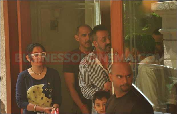 sanjay-dutt-leaves-for-jail7