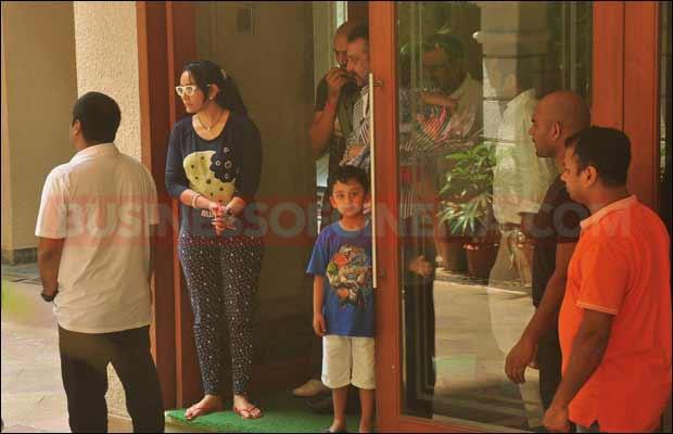 sanjay-dutt-leaves-for-jail8