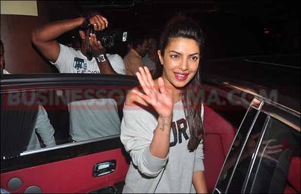 quanticos-priyanka-chopra-snapped-at-mumbai-airport-009