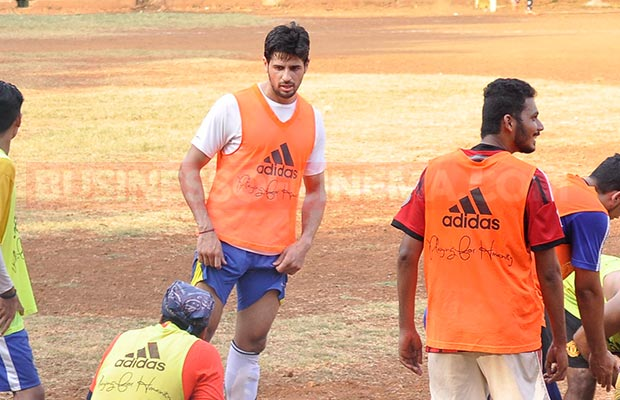 Ranbir-Sidharth-Match-006