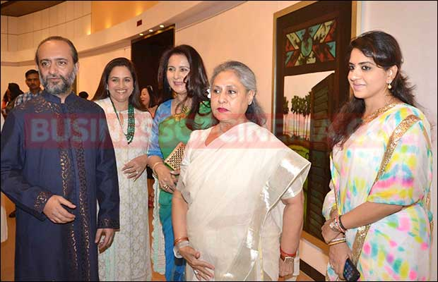 jaya-bachchan-art-exhibition-19