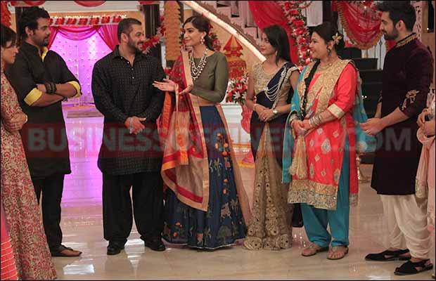 salman-khan-sonam-kapoor-on-the-sets-of-zee-tv-kumkum-6