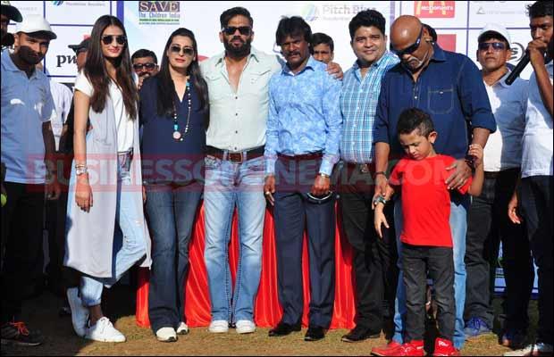 Sunil-Shetty-&-Athiya-Shetty-12
