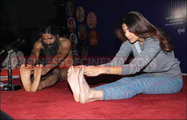 shilpa-baba-ramdev-yoga-9