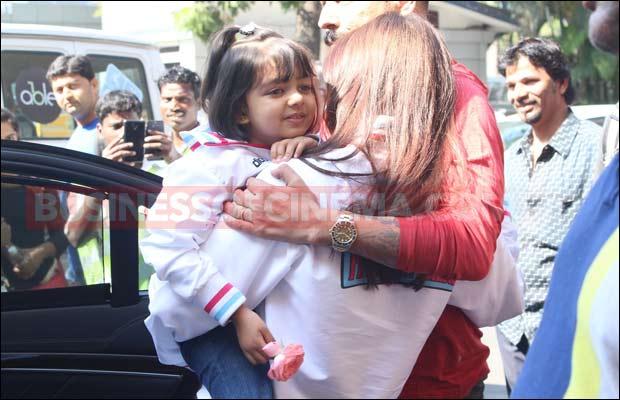 Aish-&-Aaradhya-Bachchan