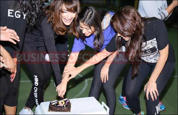 Babumoshayes-Valentine-cake-cutting-12
