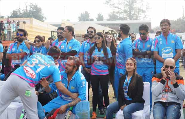 Bhojpuri-Dabanggs-Vs-Mumbai-Heroes-15