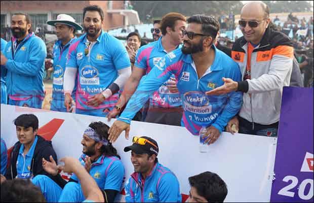 Bhojpuri-Dabanggs-Vs-Mumbai-Heroes-18