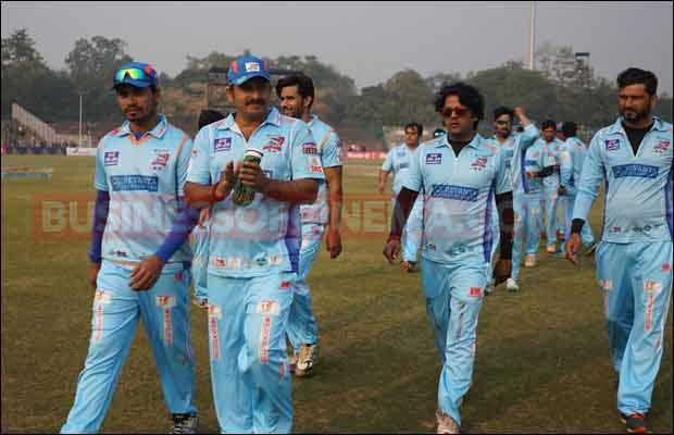 Bhojpuri-Dabanggs-Vs-Mumbai-Heroes-21