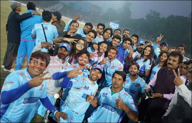 Bhojpuri-Dabanggs-Vs-Mumbai-Heroes-8
