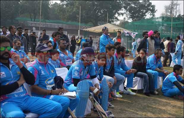 Bhojpuri-Dabanggs-Vs-Mumbai-Heroes-9