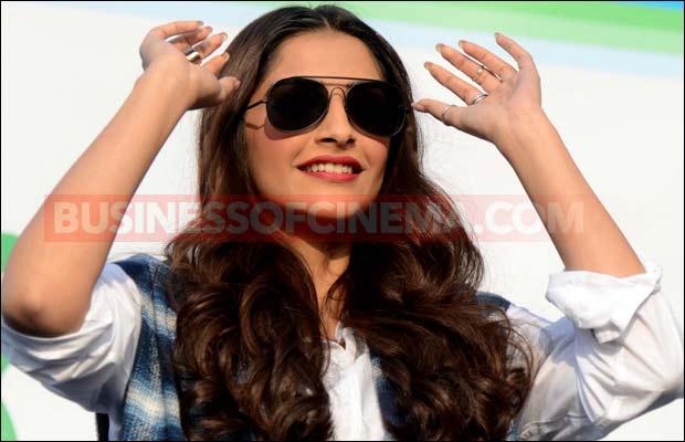 Sonam-Kapoor-delhi--14