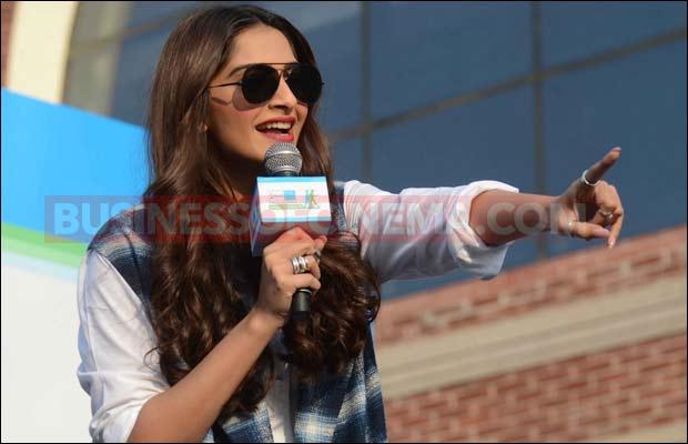 Sonam-Kapoor-delhi--15