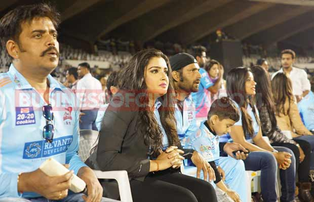 ayushman-and-sonu-sood-at-ccl-match-4