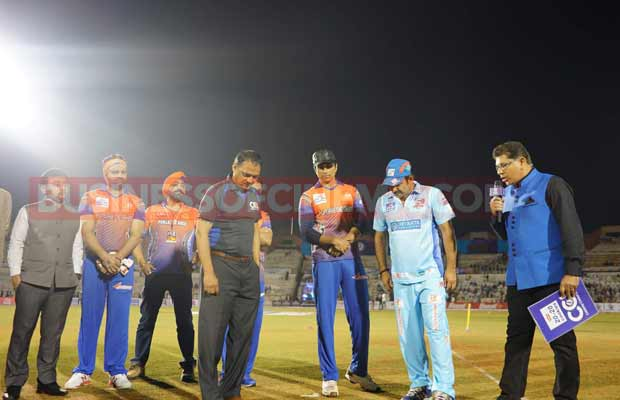 ayushman-and-sonu-sood-at-ccl-match-5