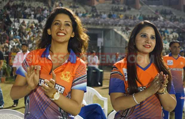 ayushman-and-sonu-sood-at-ccl-match