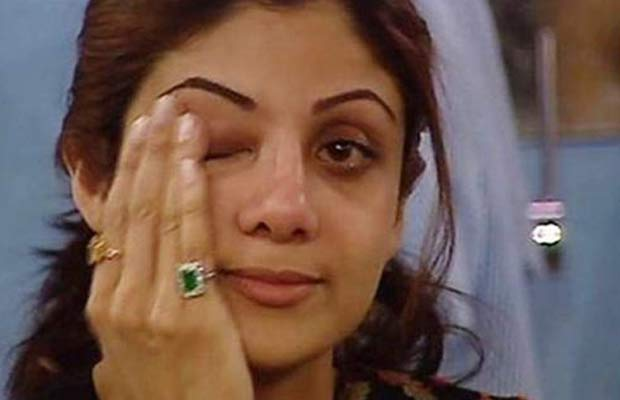 10 Bollywood Celebs Who Were Caught Crying In Real Life - Page 6 of 11 -  Businessofcinema.com