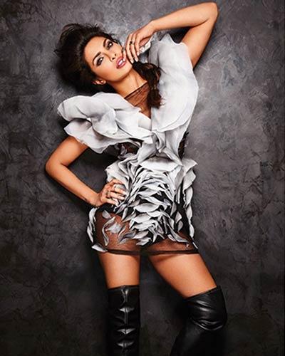 PriyankaChopra-Emmy2