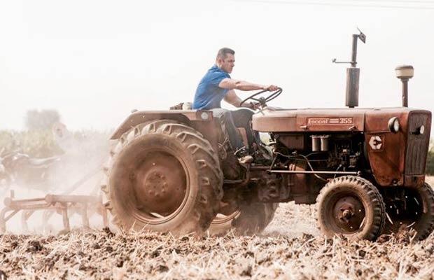 Salman-Khan-Tractor-Sultan