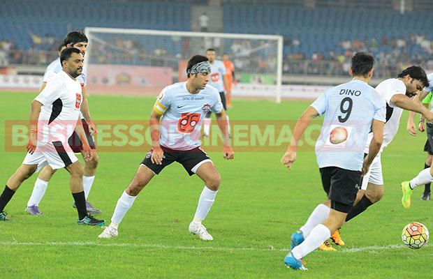 Ranbir-Kapoor-Soccer_2
