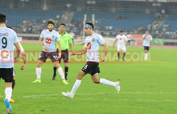 Ranbir-Kapoor-Soccer_4