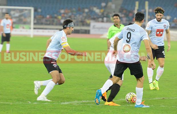 Ranbir-Kapoor-Soccer_6