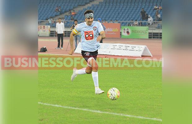 Ranbir-Kapoor-Soccer_8