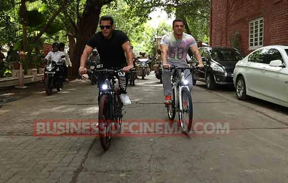 Salman Khan Sohail Khan Cycle