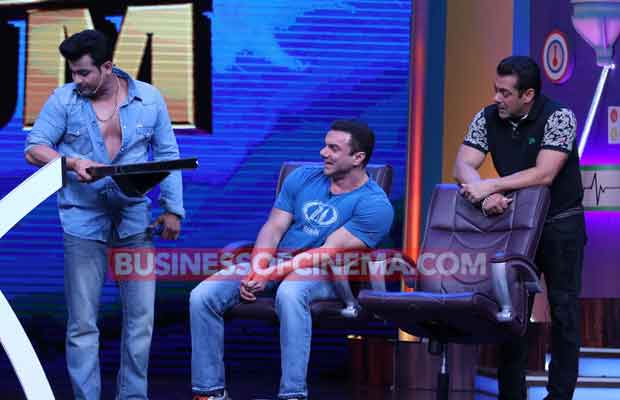 Watch Super Night With Tubelight: Salman Khan Cannot Stop Laughing!
