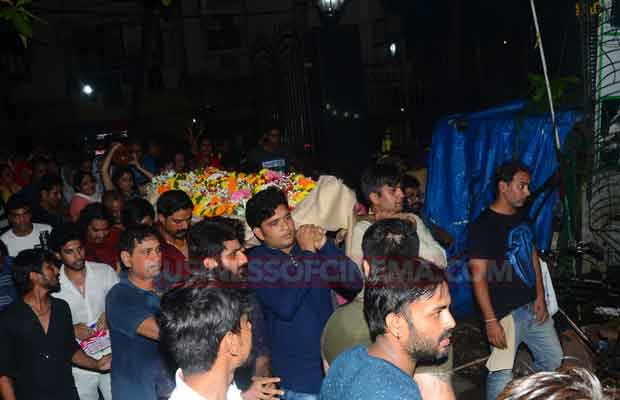 Photos: Friends And Family Members Pay Last Respects To Inder Kumar At Funeral!
