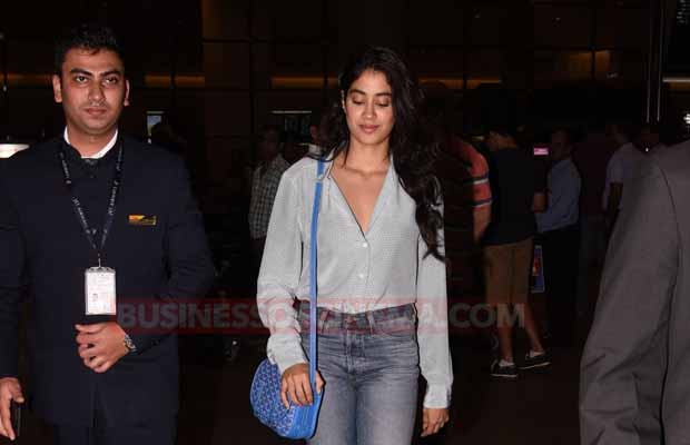 Sridevi Daughter Jhanvi Kapoor Rocks The Airport Look With Style