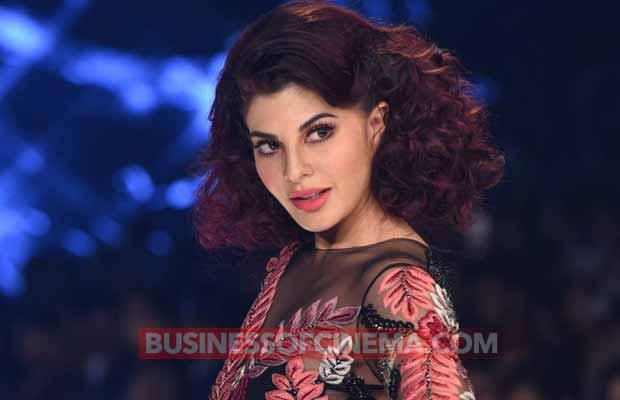 LFW'17 Finale: Jacqueline Fernandez-Aditya Roy Kapur Amped Up Hotness Quotient In Manish Malhotra Creation!