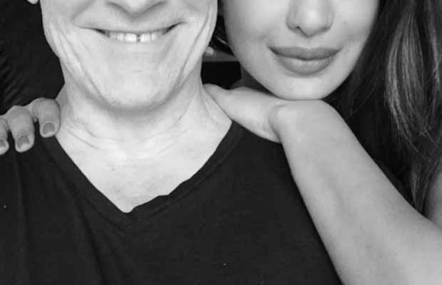 Actress Priyanka Chopra Takes A Cute Selfie With This International Singer!