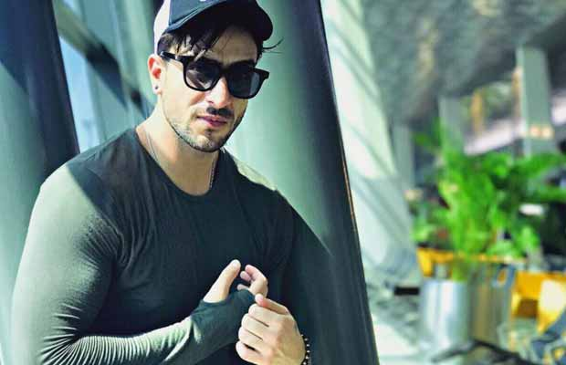 Yeh Hai Mohabbatein Actor Aly Goni's Fan Slits Her Wrist, Here's What He Did Next!