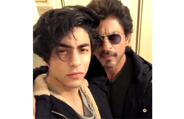 Shah Rukh Khan Has An Epic Reaction If He Caught Son Aryan Khan Kissing A Girl!