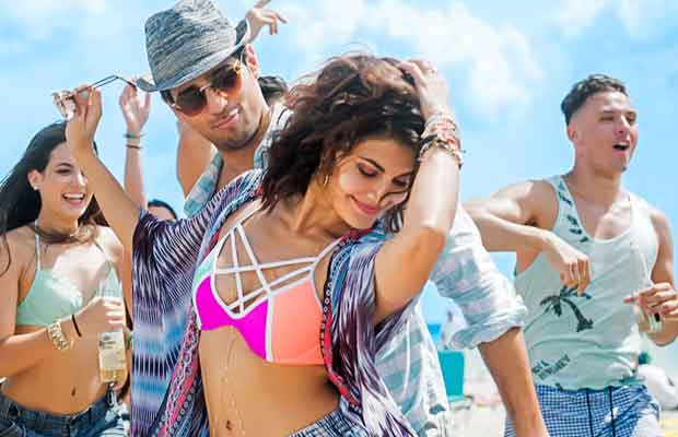 When Sidharth Malhotra And Jacqueline Fernandez Turned 'Baat Ban Jaye' Shoot Turned iInto A Beach Party!