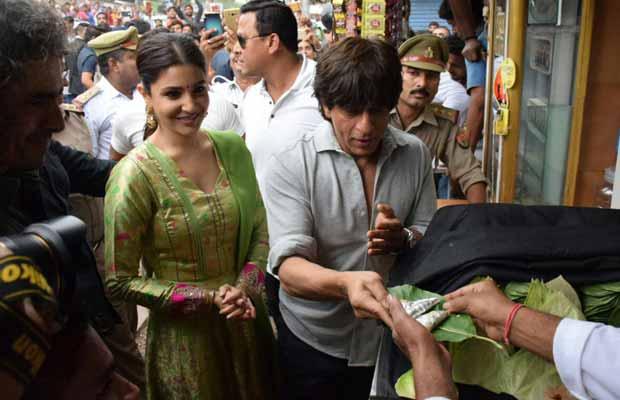 Wow!Shah Rukh Khan Now Has A Banarasi paan Named After Him!