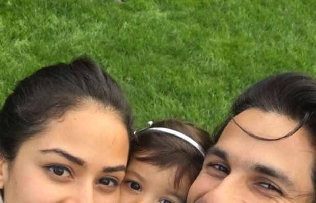 Photo Alert! Shahid Kapoor Shares Yet Another Adorable Picture With Mira And Misha!
