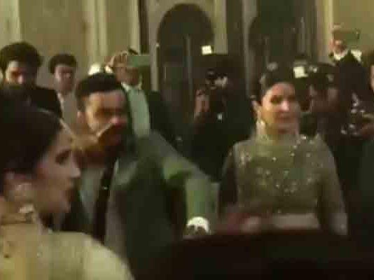 anushka sharma virat kohli at zaheer khan and sagarika ghatge wedding reption