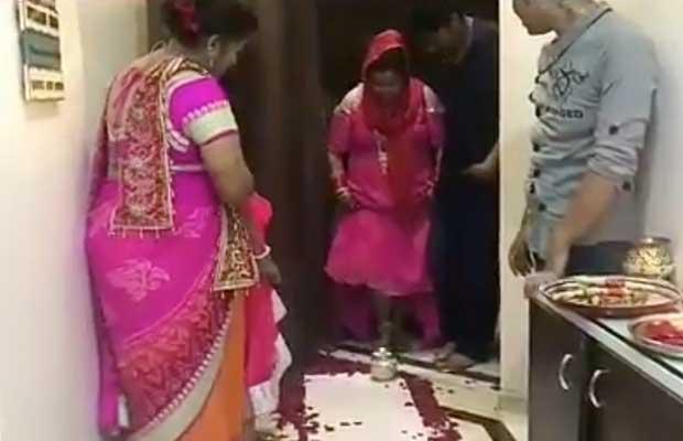 Watch: Haarsh Limbachiyaa Teaches Wife Bharti Singh How To Do Grah Pravesh